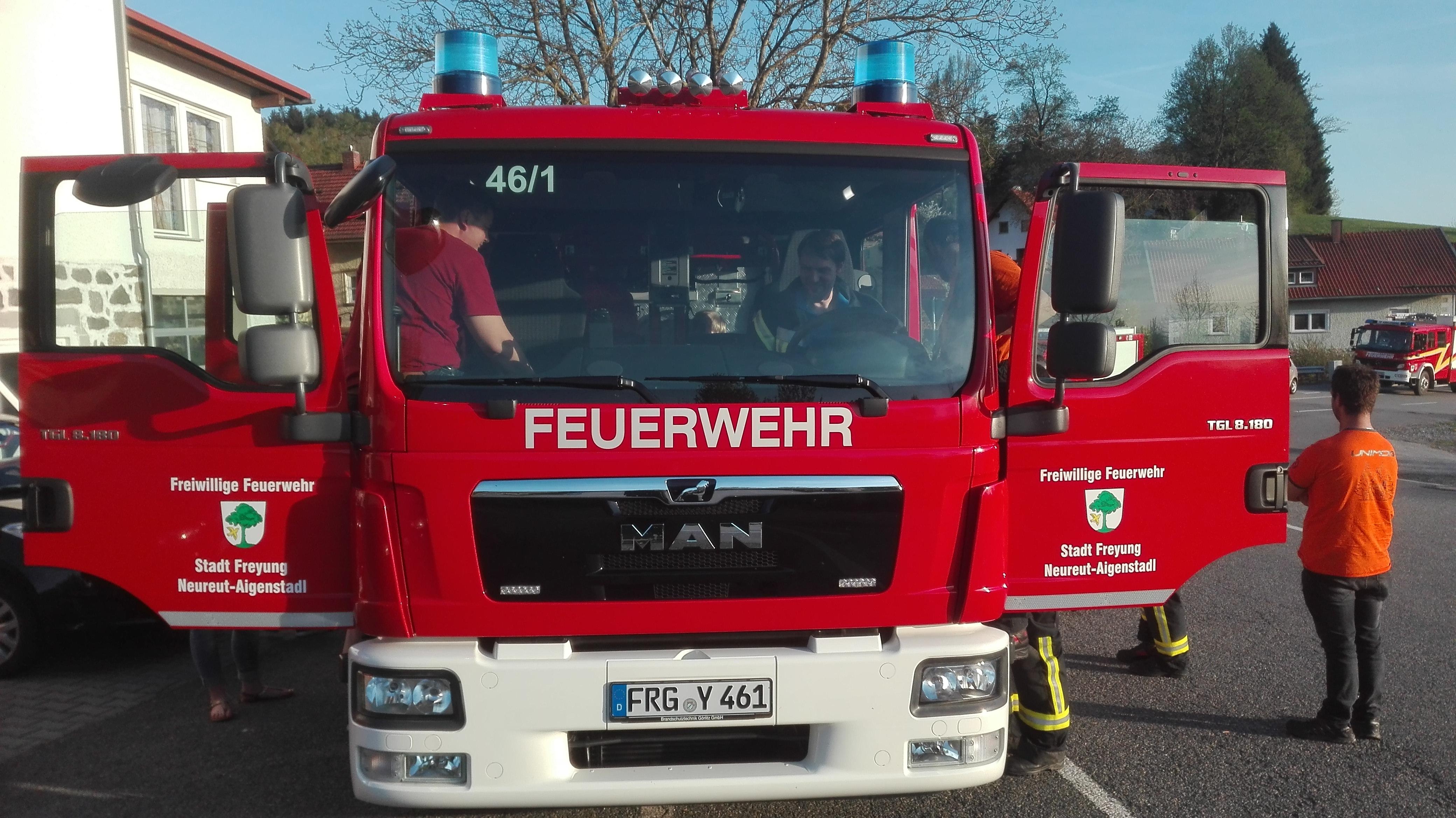 Begrüßung des neuen TSF-W der FF Neureut-Aigenstadl