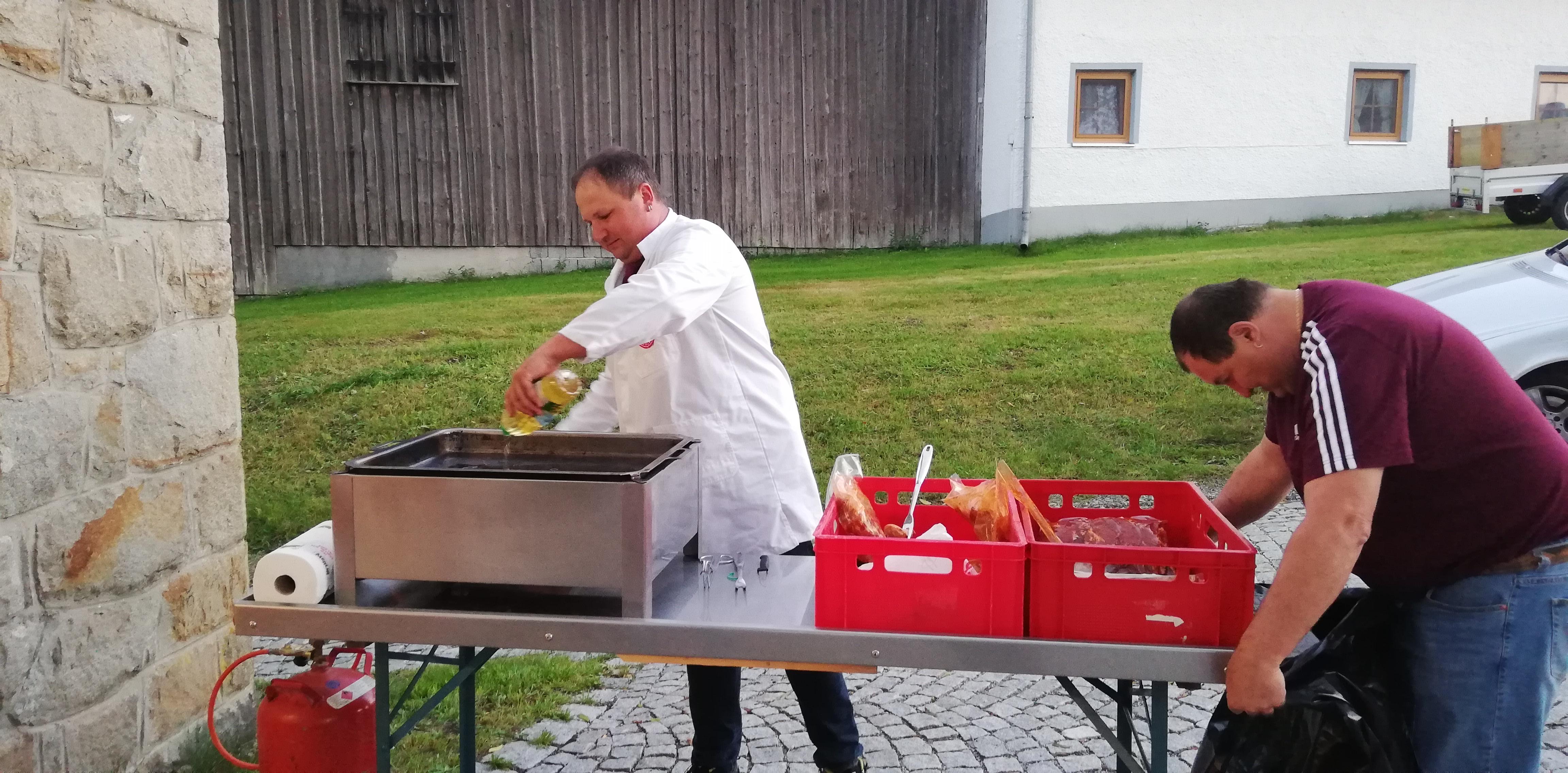 Grillfest 2018 – Der Grill wird vorbereitet