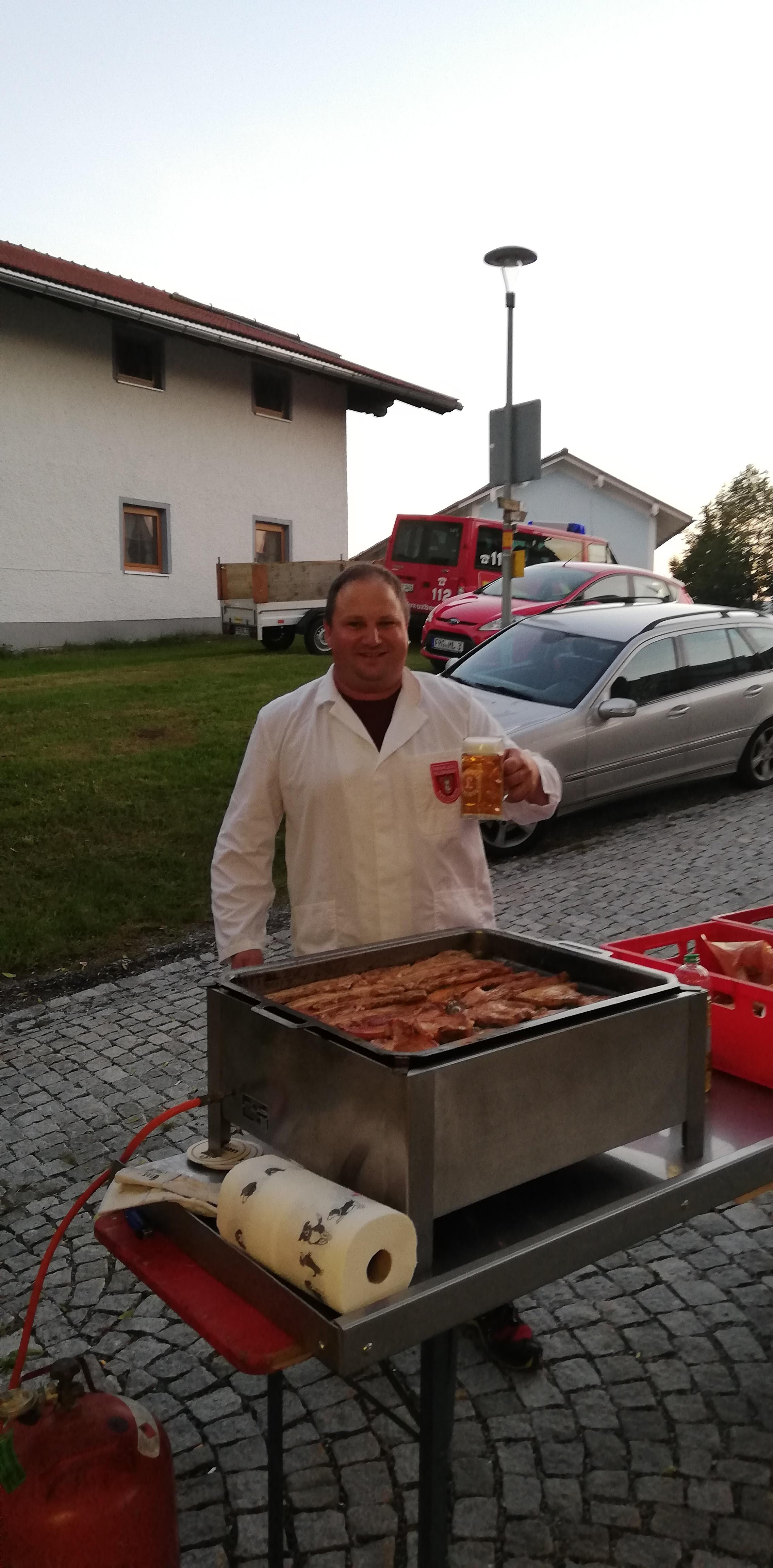 Grillfest 2018 - Grillmeister bei der Arbeit.