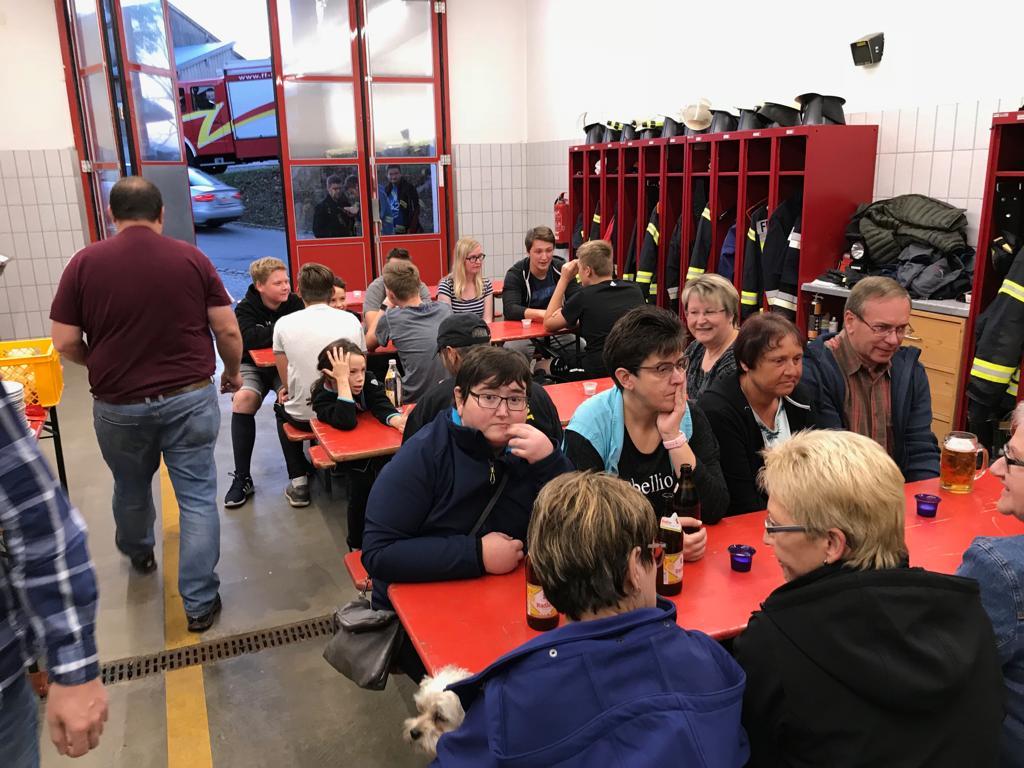 Grillfest 2018 – Das Gerätehaus füllt sich.