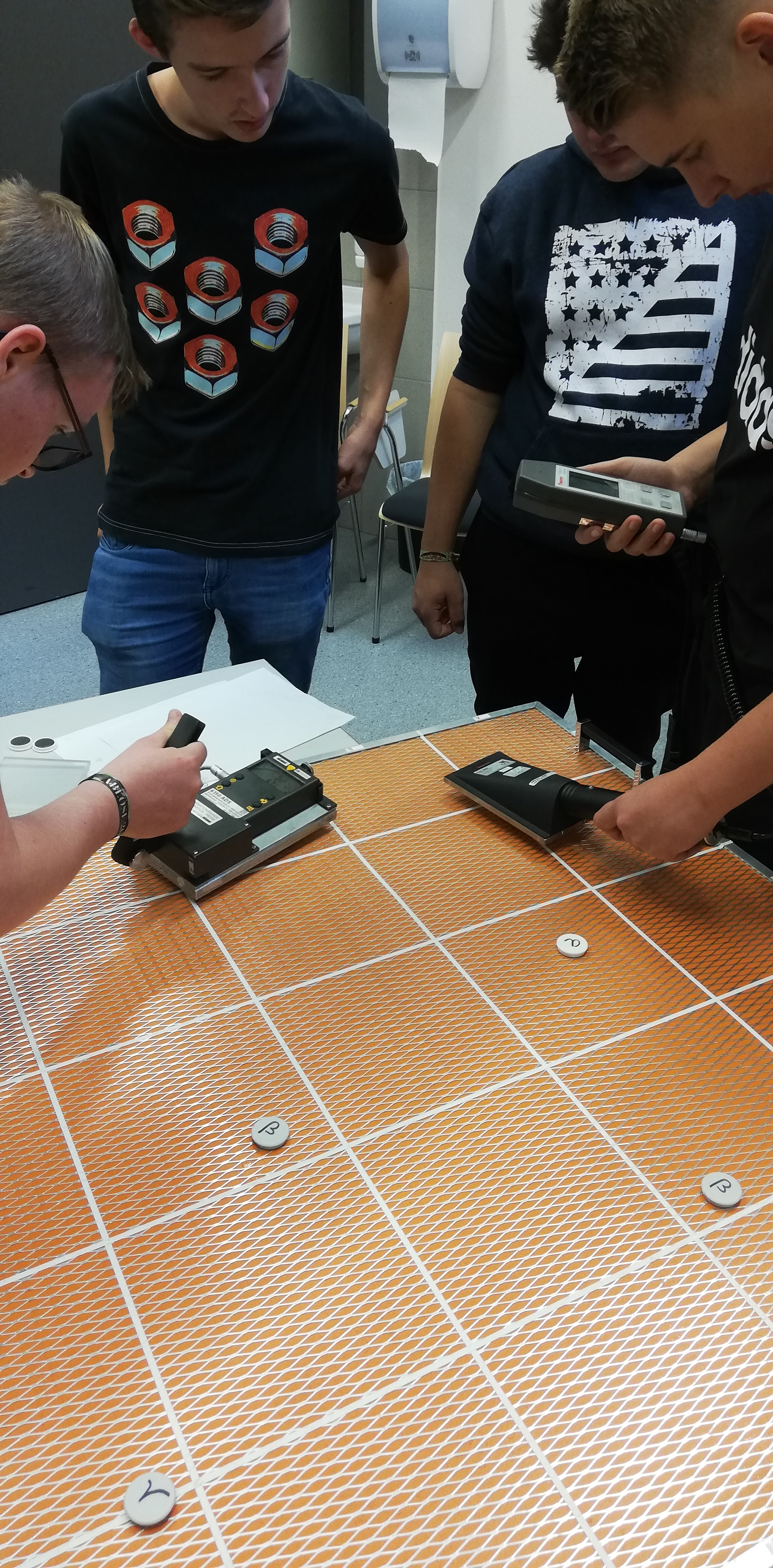 Feuerwehrschule Regensburg - Übung: Umgang mit Messgeräten