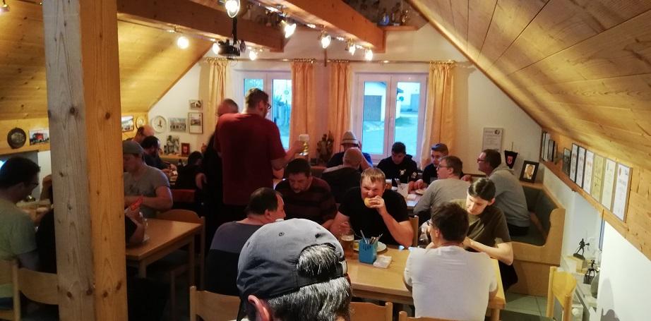 Gemeinschaftsübung - Bierhütte/Kreuzberg - Brotzeit nach der Übung