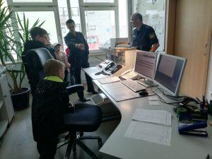 Kinderfeuerwehr - Bei der Polizei