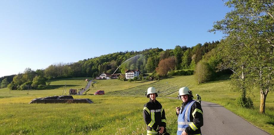 Gemeinschaftsübung Neureut - Schlauchstrecke bis zum Brandobjekt