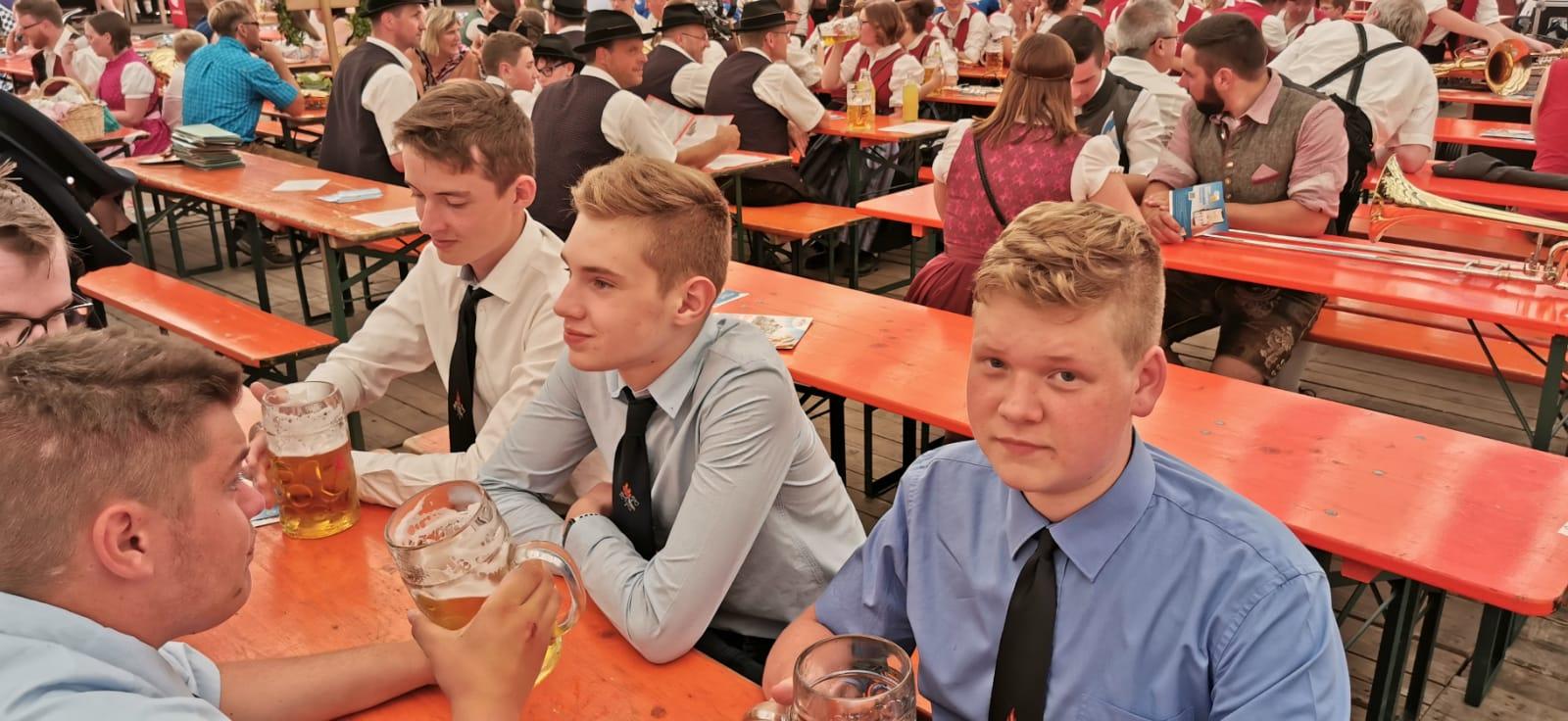 Volksfest 2019 – Im Festzelt.