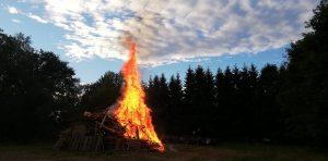 Sonnwendfeuer 2019 - Das Sonnwendfeuer wurde frisch angezündet