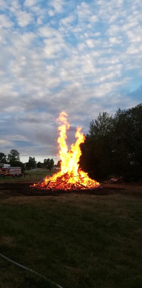 Sonnwendfeuer 2019 - Das Feuer wird kleiner