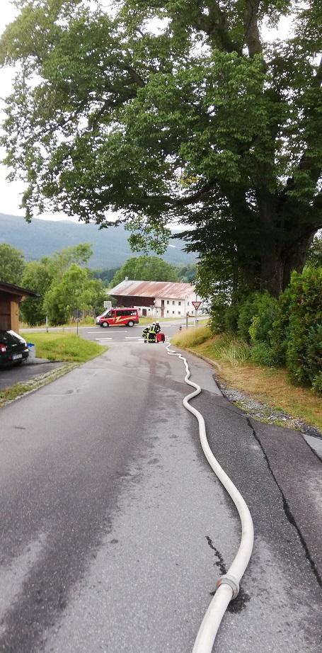 Gemeinschaftsübung Zwölfhäuser - Wasserförderung über eine lange Schlauchstrecke.