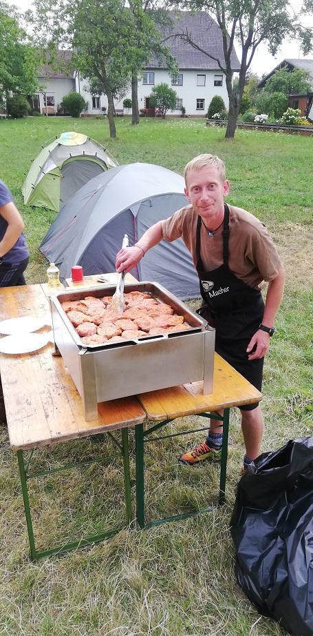 Jugendzeltlager 2019 - Grillmeister bei der Arbeit