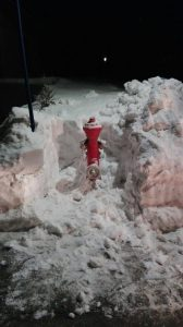 Hydranten im Winter - Von Schnee befreit