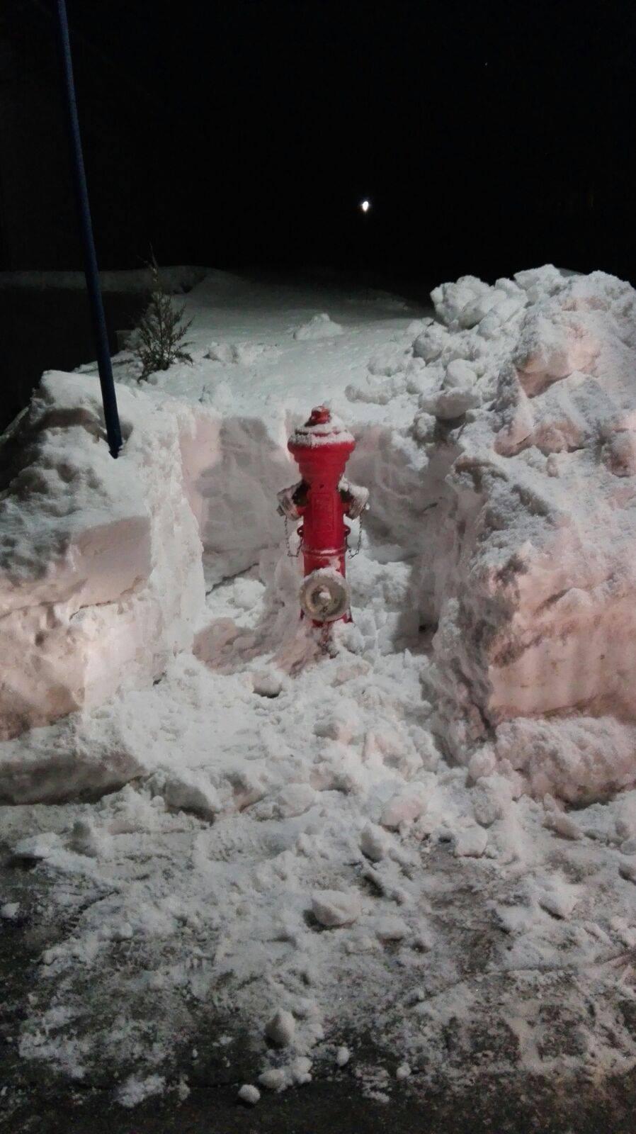 Hydranten im Winter – Von Schnee befreit