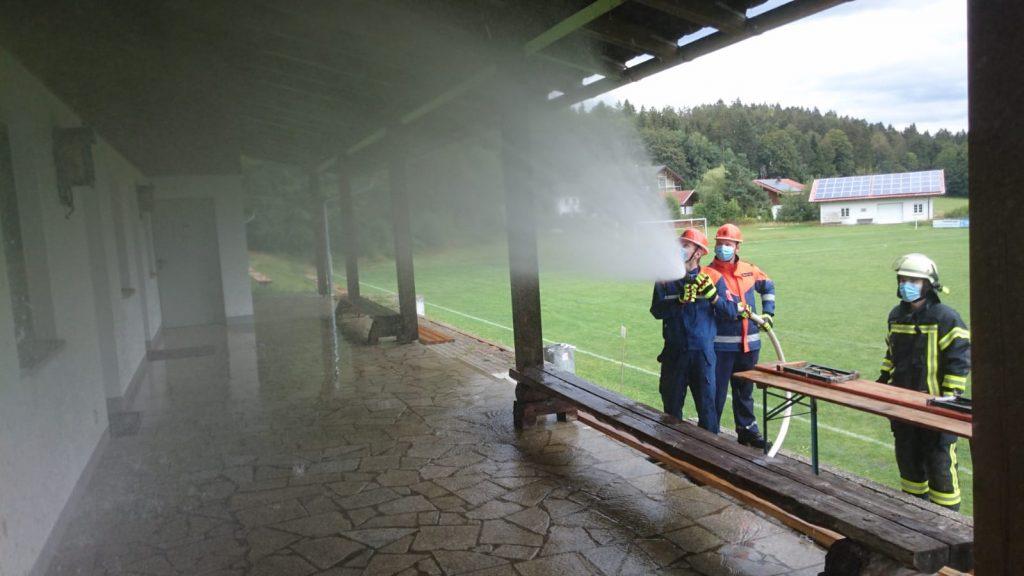 Jugendfeuerwehr - TSV Kreuzberg - Vereinsheim - Reinigung Unterstand