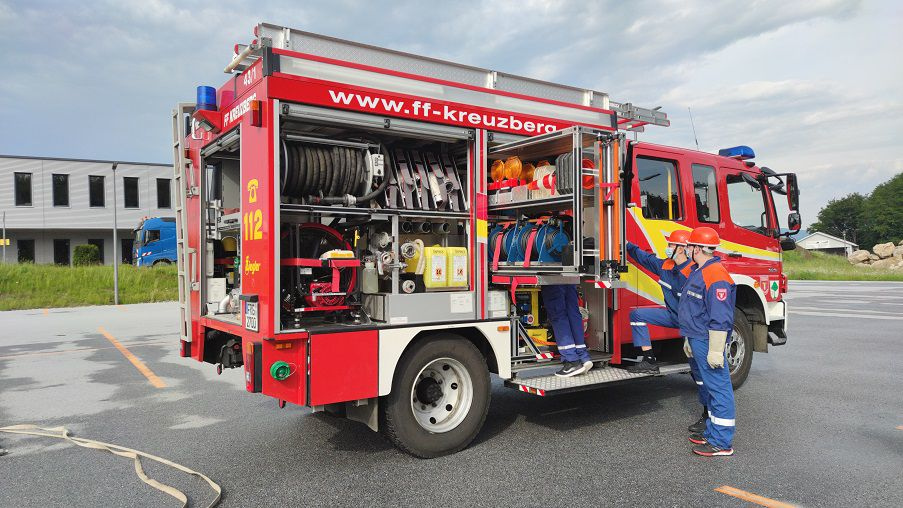 FF Kreuzberg - Suche der Gerätschaften im LF 10