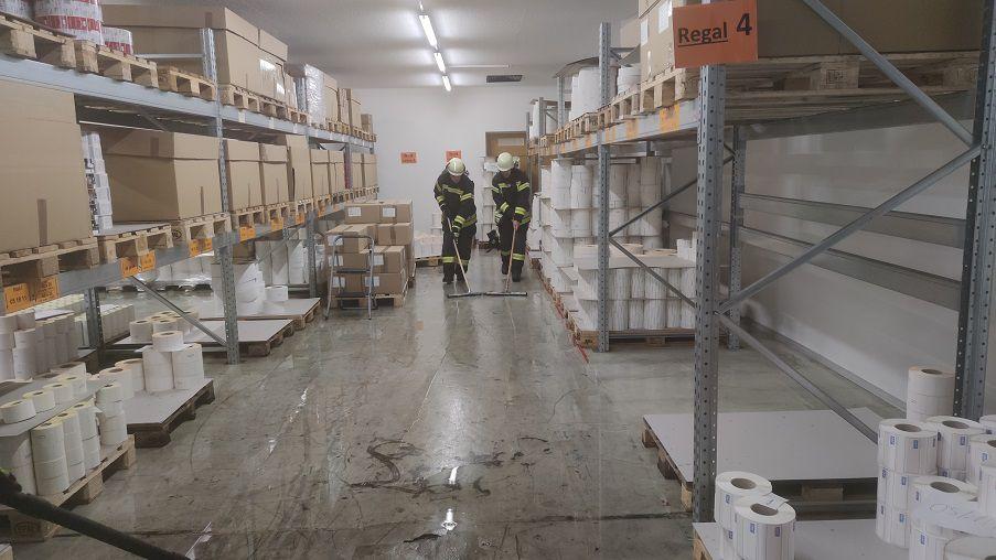 FF Kreuzberg - Unwetter 08-07-21 - Überschwemmung Lagerhalle