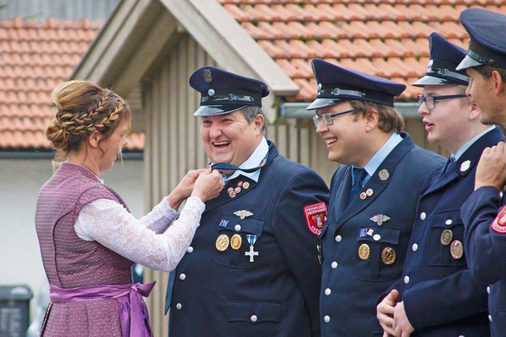 FF Kreuzberg - Fahnenmutterbitten - Krawattenbinden - Die Vorbereitungen laufen