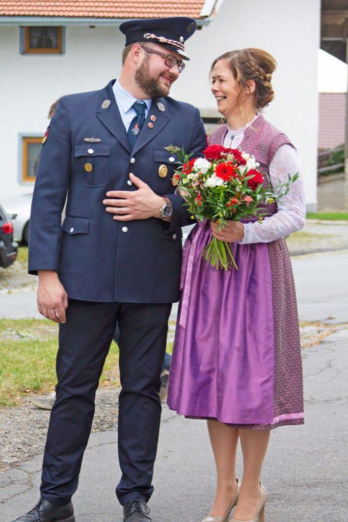 FF Kreuzberg - Fahnenmutterbitten - Krawattenbinden - Vorstand und Fahnenmutter